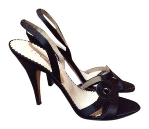 Oscar de la Renta Black Pumps