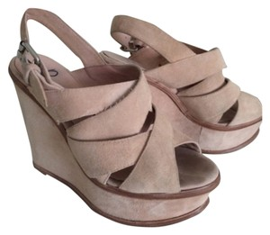 Pencey Tan Platforms