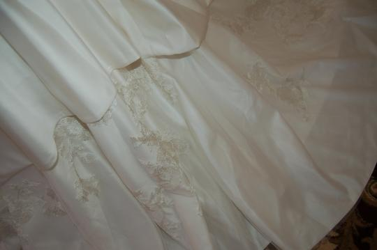 Enzoani Ivory Satin/Lace 1328 Ball Gown Embroidered Skirt Wedding Dress Size 12 (L)