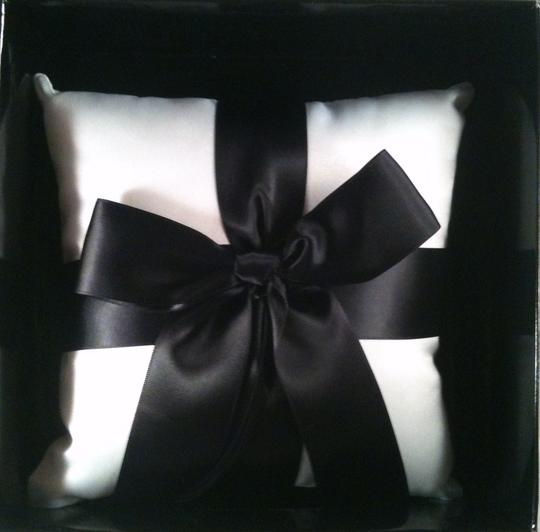 Preload https://item2.tradesy.com/images/white-with-black-bow-ring-bearer-pillow-6097936-0-0.jpg?width=440&height=440