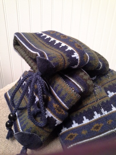 Taos Footwear Sweater Hard To Find New Navy Blue Multi. Boots