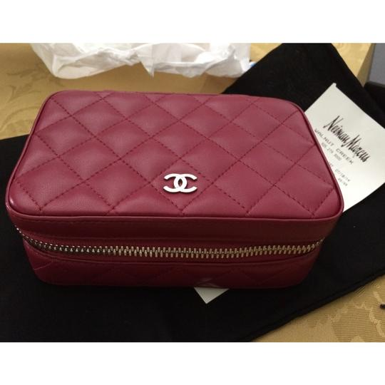 Preload https://item1.tradesy.com/images/chanel-burgundy-quilted-classic-case-6110815-0-5.jpg?width=440&height=440