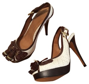 Zara Heels Heels Stiletto White with brown Pumps