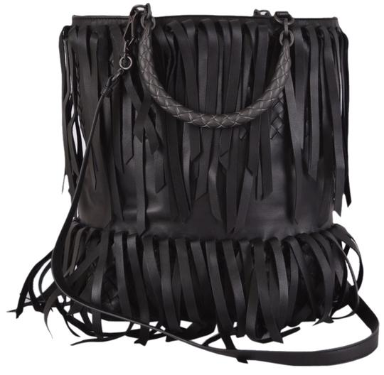 Preload https://img-static.tradesy.com/item/6115957/bottega-veneta-new-318550-750-lambskin-woven-fringed-purse-black-leather-messenger-bag-0-0-540-540.jpg