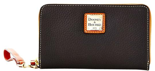 Dooney & Bourke Wristlet in Black / Tan