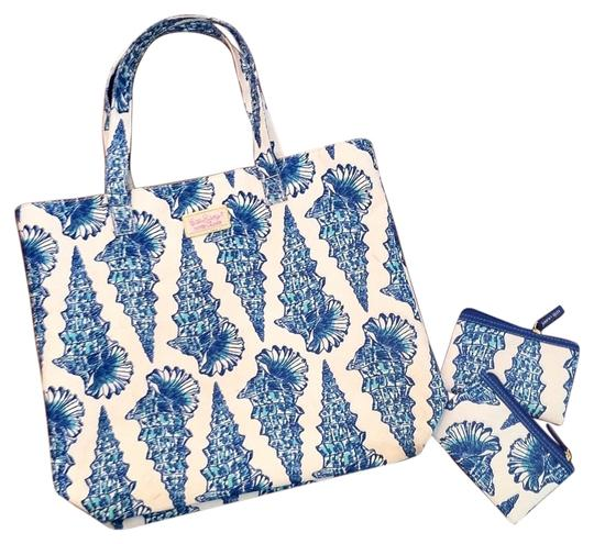 Preload https://item5.tradesy.com/images/lilly-pulitzer-tote-bag-blue-and-white-6135994-0-0.jpg?width=440&height=440