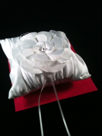 Preload https://item4.tradesy.com/images/white-with-rinestone-accent-ring-bearer-pillow-6136693-0-0.jpg?width=440&height=440