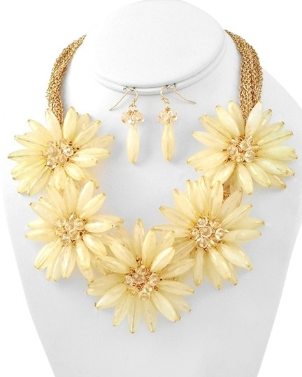 Other Chunky Ivory Flower Collar Statement Necklace Set