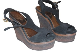 Fergie black Wedges
