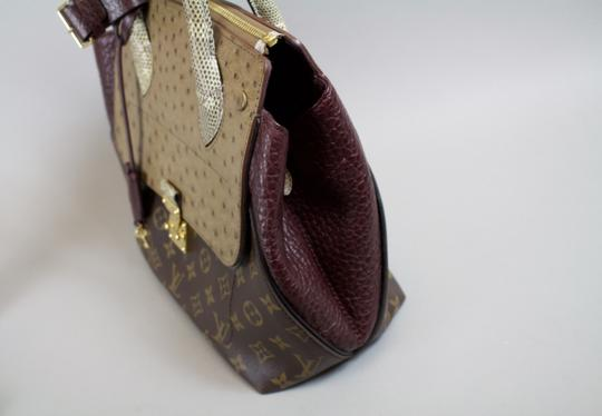 Louis Vuitton Ostrich Bordeaux Mm Lizard Tote in ** Burgandy/Monogram Brown