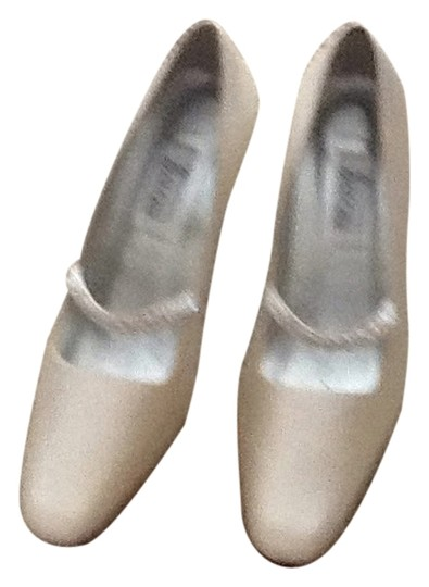 Salon Shoes Diamond white silk Pumps