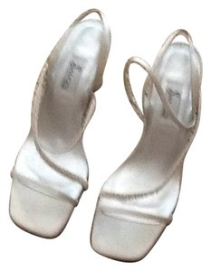 Salon Shoes Ivory Mules