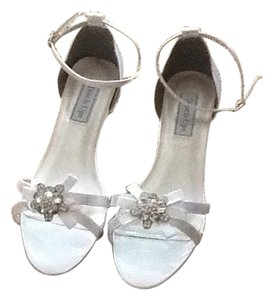 Touch Ups White satin Wedges