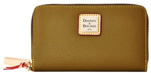 Dooney & Bourke Wristlet in Hunter