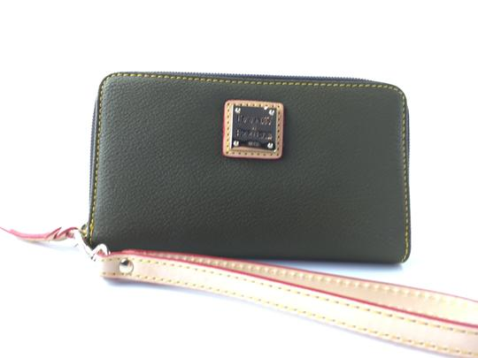 Dooney & Bourke Wristlet in Hunter Green