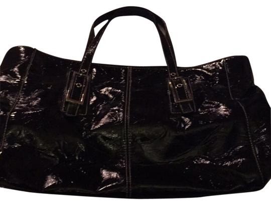 Preload https://item5.tradesy.com/images/kenneth-cole-reaction-black-tote-6174829-0-1.jpg?width=440&height=440