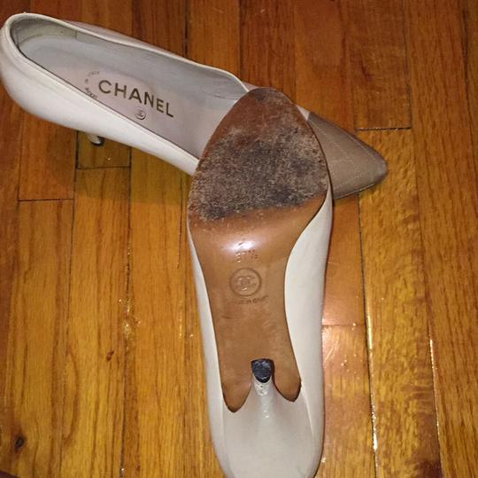 Chanel Ivory white and taupe Pumps