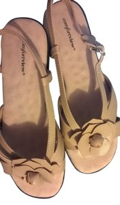 Comfortview Flower Applique Comfortable Cognac (a Lt Tan) Flats