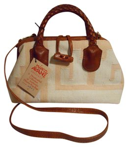 Preload https://item5.tradesy.com/images/dhurrie-rug-marco-avane-ivory-peach-and-brown-cotton-leather-satchel-6175924-0-0.jpg?width=440&height=440