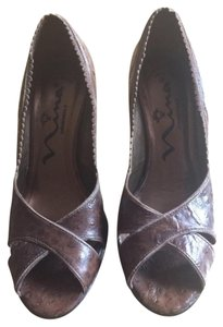Nina Leather Ostrich Platform Brown Pumps