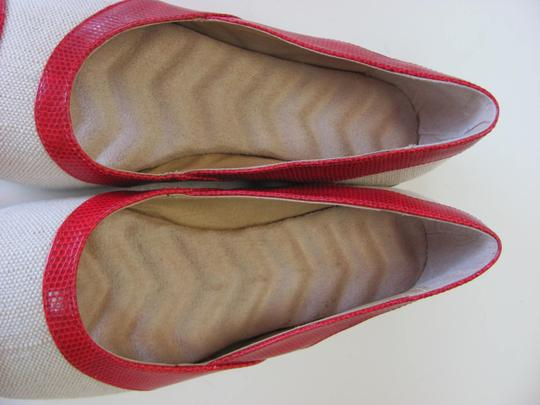 Other Very Good Condition Size 8.00 M Natural, Red Flats