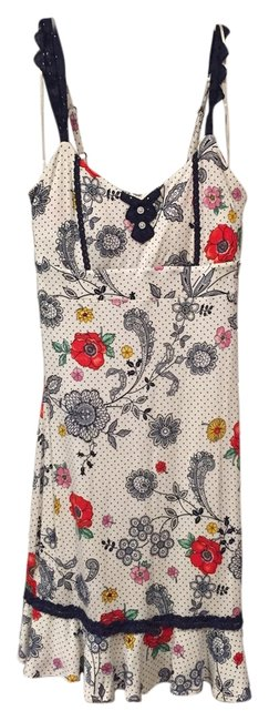 Preload https://item2.tradesy.com/images/guess-dress-floral-6179386-0-0.jpg?width=400&height=650