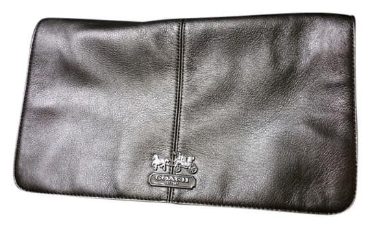 Preload https://item2.tradesy.com/images/coach-pewter-gray-leather-clutch-6179551-0-0.jpg?width=440&height=440