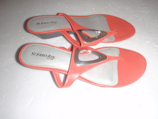 St. John Bay Size 9m Flat orange Sandals