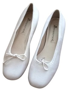 Coloriffics White crepe Flats