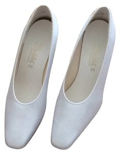 Dyeables White Pumps