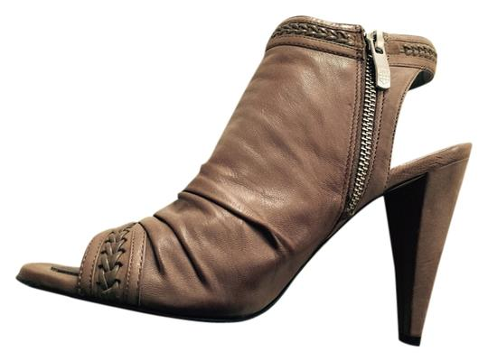 Vince Camuto Sleek Spring Summer Sandals Leather Classic Sophisticated Luxury Taupe/ Tan Boots