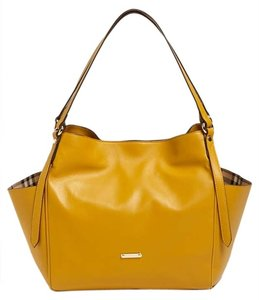 Yellow Burberry Bags - Up to 90% off at Tradesy (Page 2) 304589d9e91e5
