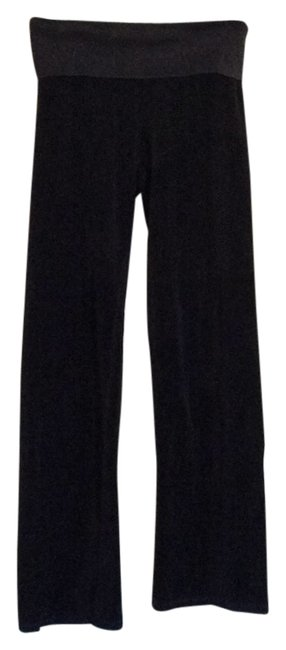 Preload https://item4.tradesy.com/images/juicy-couture-black-velour-track-boot-cut-pants-size-petite-2-xs-6197203-0-0.jpg?width=400&height=650
