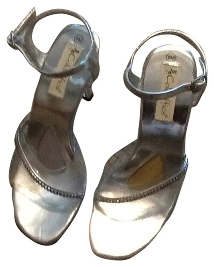 Preload https://item2.tradesy.com/images/coloriffics-clear-with-silver-5580-olivia-platforms-size-us-9-regular-m-b-6198676-0-0.jpg?width=440&height=440