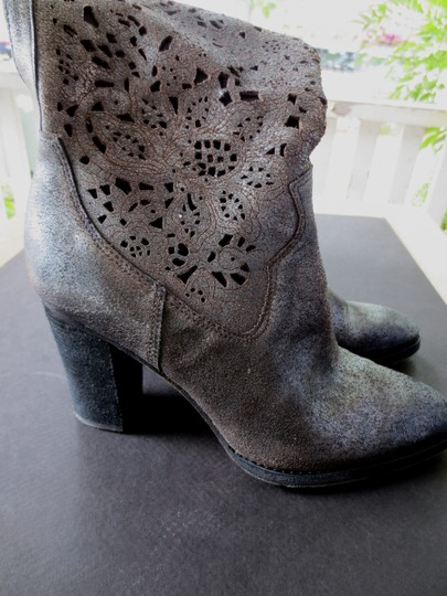 Donald J. Pliner Leather Scroll Floral Texas Sexy Unique Western Cowboy Metallic Silver Pewter Boots
