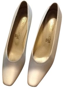 Coloriffics Ivory Pumps