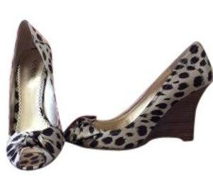 Guess Tan/Brown Leopard Wedges