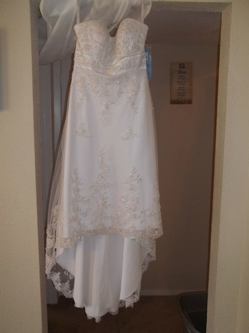 Item - White Satin 1142 Destination Wedding Dress Size 10 (M)