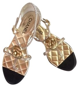 Chanel Flat gold Sandals