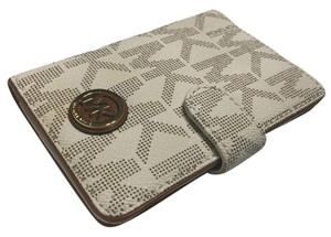 Michael Kors Michael Kors Fulton Passport Holder Case Signature MK Vanilla PVC