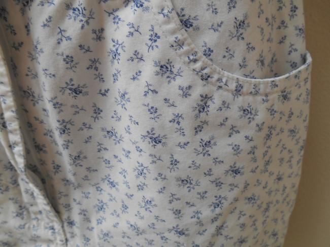 Tommy Hilfiger 8 Medium Bermuda Modest Summe Floral Bitty Flowers Cotton Tiny Flowers Classic Preppy Traditional Conservative Warm Shorts White and Blue