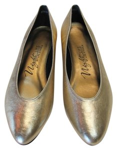 LifeStride New Excellent Condiiton Size 7.50 M Gold Flats