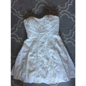 Nicole Miller Bridal White Lace Casual Wedding Dress Size 6 (S)