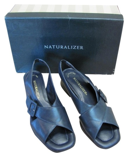 Preload https://img-static.tradesy.com/item/6234673/naturalizer-navy-very-good-condition-leather-sandals-size-us-75-narrow-aa-n-0-0-540-540.jpg