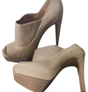 Jessica Simpson Buff Tan Pumps