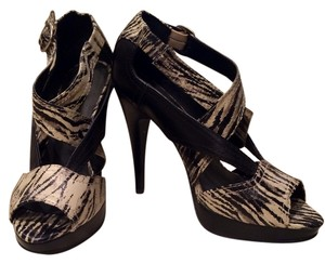 Steve Madden Peep Toe Black and beige print Sandals