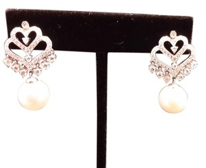 14k diamond and white South sea pearl 14k heart shape diamonds with white South sea pearl