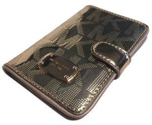 Michael Kors Michael Kors Passport Holder Case Signature MK