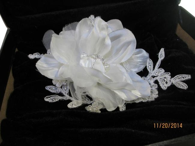 Bel Aire Bridal Clip (C-23) 6146 Hair Accessory Bel Aire Bridal Clip (C-23) 6146 Hair Accessory Image 1