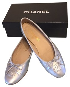 Chanel Silver patent leather Flats